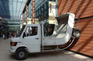 camion-Erwin-Wurm-mac-lyon[1]