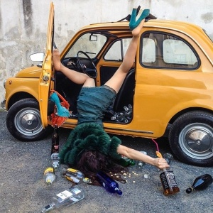 Hilariously_Photos_of_People_Posed_as_If_They_Have_Just_Fallen_by_Sandro_Giordoan_2014_01[1]